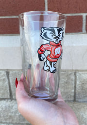 Wisconsin Badgers 16OZ Bucky Satin Etch Pint Glass