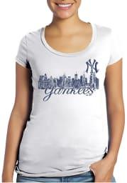 New York Yankees Womens White Skyline Scoop T-Shirt