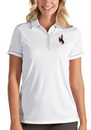 Antigua Wyoming Cowboys Womens White Salute Short Sleeve Polo Shirt