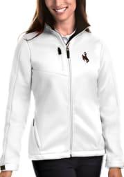 Antigua Wyoming Cowboys Womens White Traverse Medium Weight Jacket