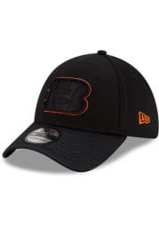 New Era Cincinnati Bengals Mens Black 2021 Sideline Road 39THIRTY Flex Hat