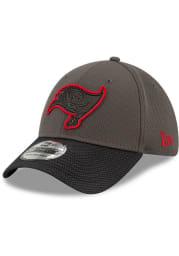 New Era Tampa Bay Buccaneers Mens Black 2021 Sideline Road 39THIRTY Flex Hat